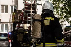 Пожар в многоэтажном жилом доме на улице Шейнкмана. Екатеринбург, пожар, тушение пожара, пожарные, возгорание, боевая одежда пожарного, пожарник, пожаротушение