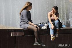 Повседневная жизнь. Москва, жара, девушки, фантан, лето в городе, тверь, отдых у фантана