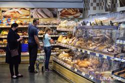 Торговый центр. Курган, торговый центр, продукты, покупатели, торговая сеть, хлебный прилавок, магазин, хлеб