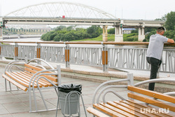 Новый стрит-арт у Конторы пароходства. Тюмень, набережная, мост, лавочки, набережная тюмени, набережная туры