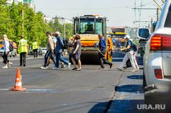 Дорожные работы. Челябинск, каток, дорожные работы, асфальт, ремонт дороги, пешеходы, комсомольский проспект