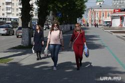 Город в период самоизоляции 27 мая 2020. Пермь, пешеход, пешеход в маске
