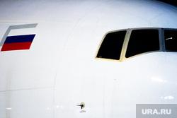 Флагманский самолет Boeing 777-300ER авиакомпании «AZUR air». Екатеринбург, воздушное судно, боинг, триколор, флаг россии, пассажирский самолет, самолет, авиаперевозки