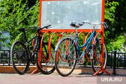 Жара, лето, май. Челябинск, лето, велопарковка, велосипед