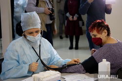 Центр мобильной вакцинации от COVID-19 в торговом центре «Дирижабль». Екатеринбург, укол, прививка, вакцинация, covid19, спутник v, измирение давления