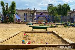 Эвакуация детей из детского сада. Курган, детская площадка, песок, детский сад