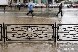 Затопление центральных улиц во время дождя. Екатеринбург, ливень, потоп, дождь