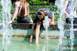Жара, лето, май. Челябинск, девушка, жара, ноги, лето, купание в фонтане, фонтан, май