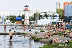 Виды Екатеринбурга, верх-исетский пруд, жара, отдых горожан, лето в городе, городской пляж екатеринбурга
