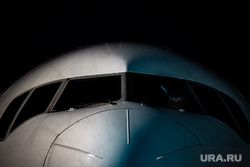 Флагманский самолет Boeing 777-300ER авиакомпании «AZUR air». Екатеринбург, воздушное судно, боинг, пассажирский самолет, ночь, самолет, кабина пилота, авиаперевозки