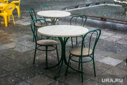 Разное. Курган, уличное кафе, непогода, пустые столики, дождь