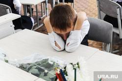 1 сентября линейка в школе 107 Челябинск, первоклассник