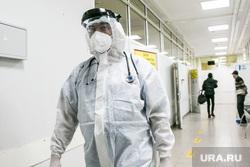 Приемный покой областной инфекционной клинической больницы. Тюмень, защитный костюм, врачи, медики, коронавирус, ковид