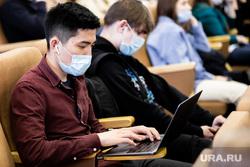 Первый учебный день в  Уральском федеральном университете (УрФУ) после карантинных мер. Екатеринбург, аудитория, ноутбук, урфу, учеба, студенты, масочный режим, учащиеся, лекции, очное обучение