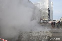 Прорыв горячей воды на улице Крылова. Екатеринбург, коммунальная авария, пар