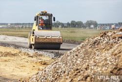 Председатель совета директоров ПАО «Газпром» Виктор Зубков посетил Сафакулевский район. Курган, строительная техника, каток, ремонт дорог, строительство дорог