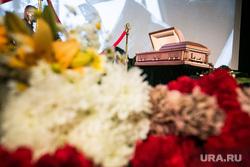 Прощание с Владимиром Меньшовым. Москва, похороны, траур, траурная церемония, прощание с усопшим, цветы, гроб
