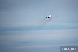 Международный аэропорт «Кольцово». Екатеринбург, взлетная полоса, взлет, пассажирский самолет, самолет, самолет в небе, авиаперевозки, авиаперелет, авиасообщение