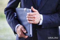 Председатель совета директоров ПАО «Газпром» Виктор Зубков посетил Сафакулевский район. Курган, депутат, чиновник, документы, дипломат, папка с документами