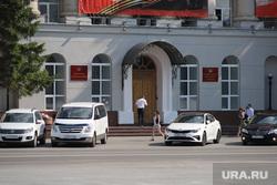 Здание правительства. Курган, здание правительства, парковка