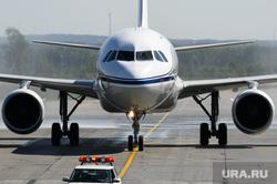 Самолёт Аэрофлота в ливрее Добролета. Екатеринбург, торжественный прием, самолет, водная арка, авиаперевозки