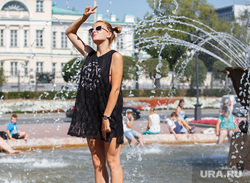 Жизнь Екатеринбурга в жару, фонтан, отдых горожан, екатеринбуржцы
