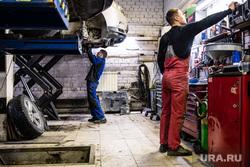 Работа в автомобильной мастерской. Екатеринбург, автослесарь, ремонт автомобиля, обслуживание авто, автомастерская, обслуживание автомобиля, автомобильная мастерская