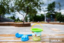 Екатеринбург во время пандемии коронавируса COVID-19, ребенок, песочница, детские игрушки, лето, дети, детская площадка, карантин, детский садик