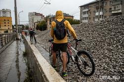 Ремонт дорог. Екатеринбург, щебень, улица шевченко, ремонтные работы, дождливая погода, дождь, осень, прохлада