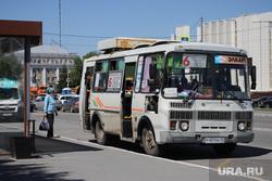Набережная Тобола. Курган, автобусная остановка, автобус, троицкая площадь