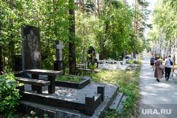 Широкореченское кладбище. Екатеринбург, широкореченское кладбище, валиев фларит могила