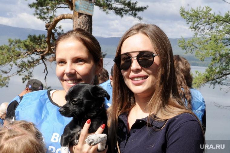 Михалкова Юлия на акции по уборке мусора на озере Тургояк. Челябинск