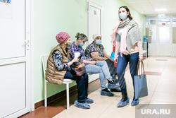 Поликлиника. Тюмень, очередь , поликлиника, пациенты, люди в масках