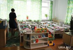 Визит врио губернатора Шумкова Вадима в Каргапольский район. Курган, воспитатель, детский сад, спальня, нянечка, сон час, детские кроватки, детский сон, дети спят