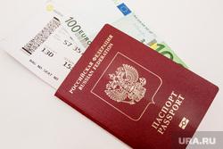 Клипарт Деньги. Тюмень, паспорт, билет, полет, пять тысяч, евро, деньги, путешествие, валюта, заграничный паспорт, полет на самолете, билет на самолет, посадочный билет, 100 евро