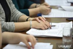Заседание комитета по аграрной политике. Курган, женские руки