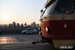 Вечер на Макаровском мосту. Екатеринбург, такси, макаровский мост, общественный транспорт, город екатеринбург, трамвай, ситимобил