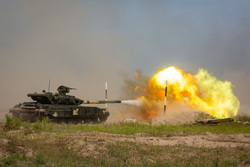 Официальный сайт президента Украины, военная техника, танк, выстрел, военные действия