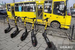 Открытие сезона проката самокатов. Екатеринбург, желтый автобус, самокат, электросамокат, Whoosh