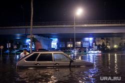 Последствия грозы в Москве. Москва, потоп, девятка, наводнение, коммунальная беда, дождь