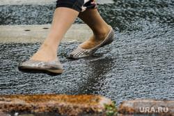 Непогода, дождь. Челябинск, пешеход, ливневая канализация, ручей, непогода, климат, дождь