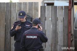 Красный Адуй. Отравление детей, жилые дома, полиция, разговаривает по телефону, расследование
