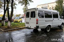 Обыски штаба Навального. Тюмень, лужа, газель, маршрутка, осень