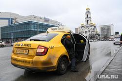 Проверка масочного режима в общественном транспорте. Екатеринбург, такси, яндекс такси, улица 8 марта