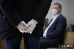 Судебное заседание по уголовному делу бывшего главы Кетовского района Носкова Александра. Курган , свидетель, резиновые перчатки, нормы гигиены, допрос свидетеля