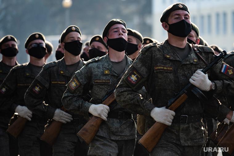 Репетиция парада, посвященного 75-й годовщине Победы в Великой Отечественной войне в 32-м военном городке. Екатеринбург, военные, марш, защитная маска, военнослужащие цво, репетиция парада, маска на лицо, военнослужащие, covid19