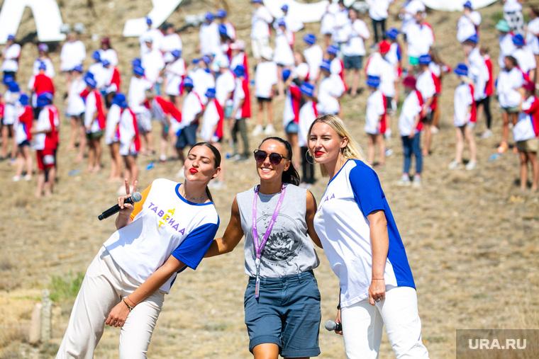 Фестиваль «Арт-Таврида», второй день. Республика Крым, Судак, волонтеры, добровольцы, таврида