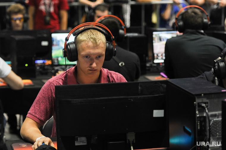 Соревнования посвященные восьмилетию компьютерной игры World of Tanks. Челябинск, компьютерная игра, геймер, хакеры, компьютерные пираты