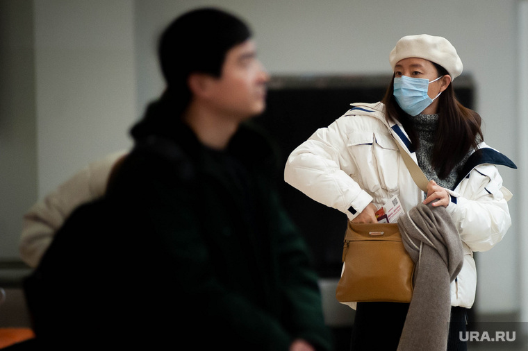 Ситуация в аэропорту Кольцово в связи с эпидемией коронавируса в Китае. Екатеринбург, аэропорт кольцово, китайцы, маска, эпидемия, медицинская маска, защитная маска, коронавирус