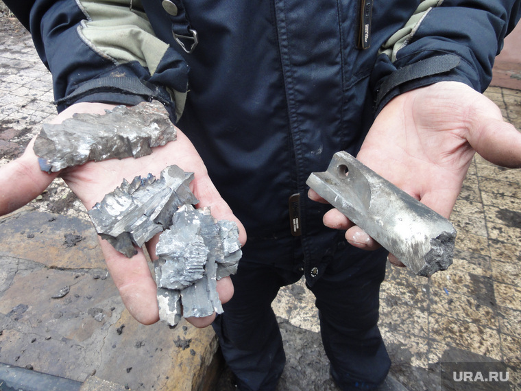 Девочка в Донбассе, осколки снаряда